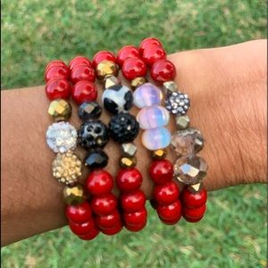 Jewelry - ❤️5 in hand made beaded bracelets❤️
